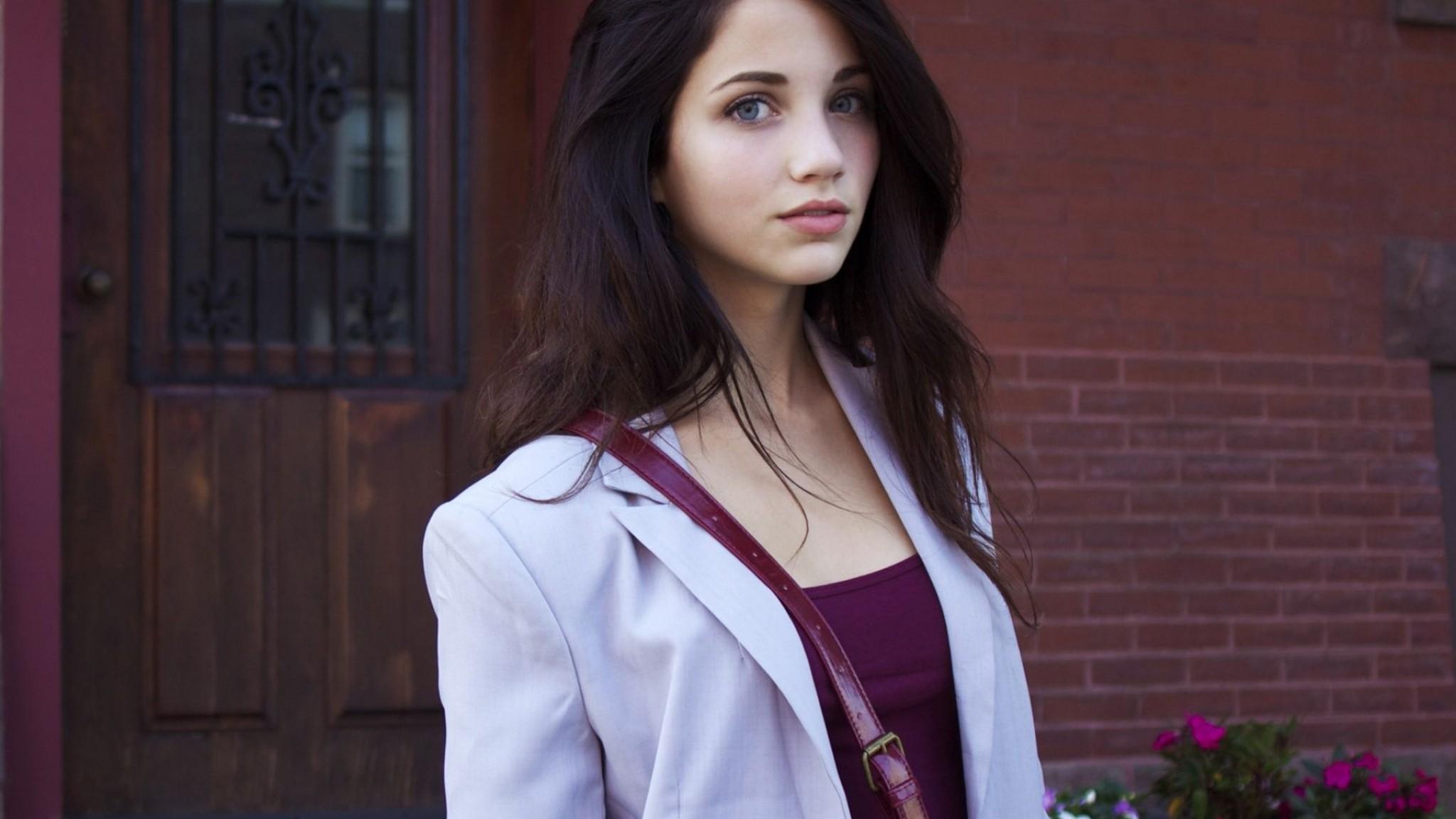 Cute Emily Rudd
