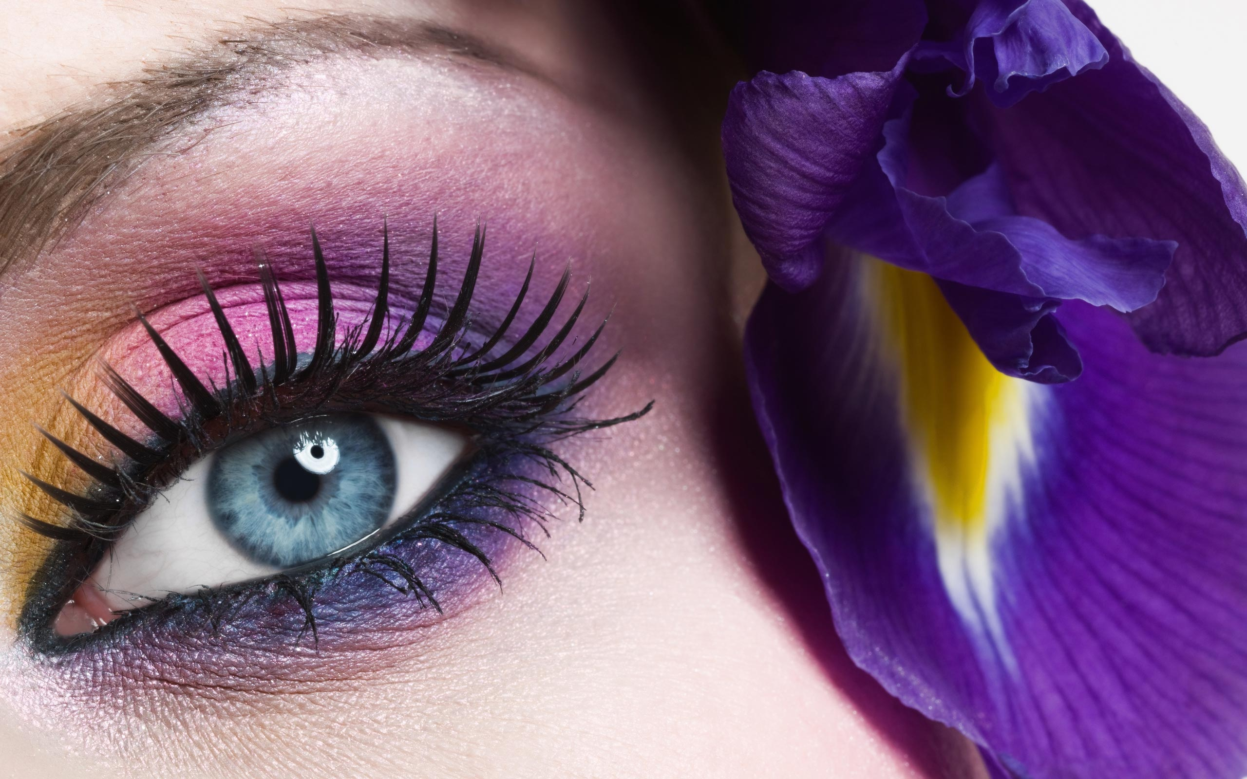 Cute Eye Wallpaper