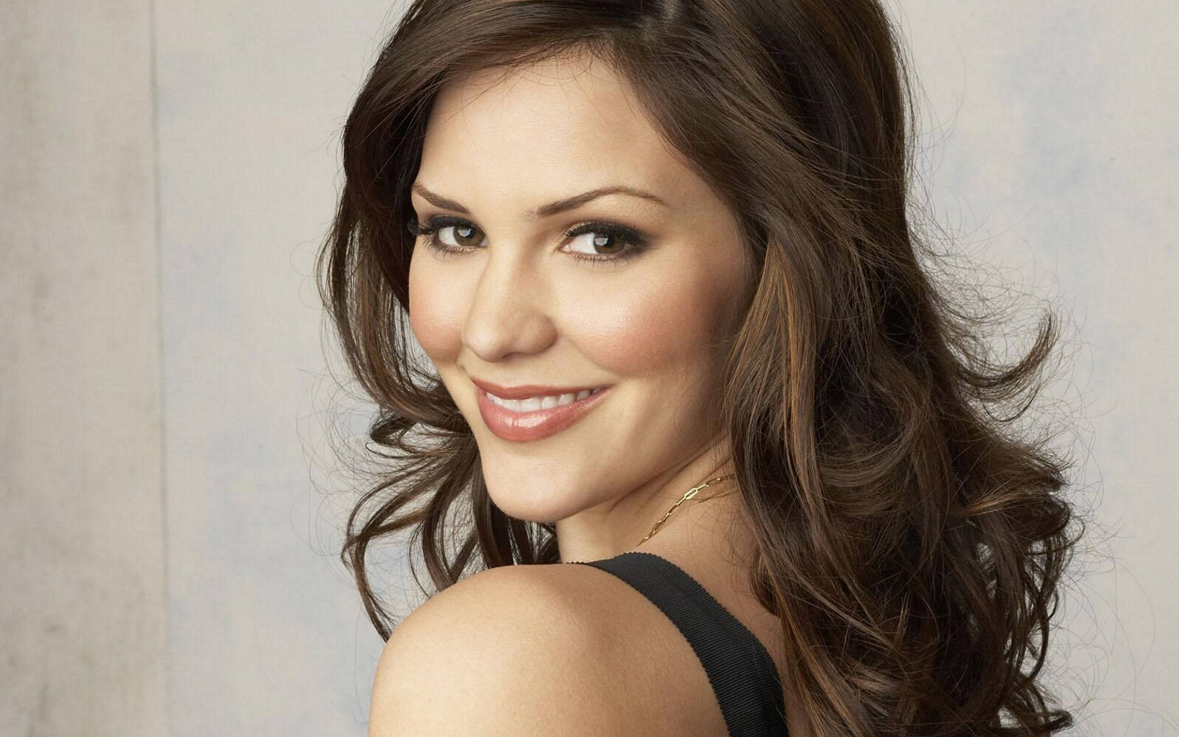 Cute Katharine McPhee Background