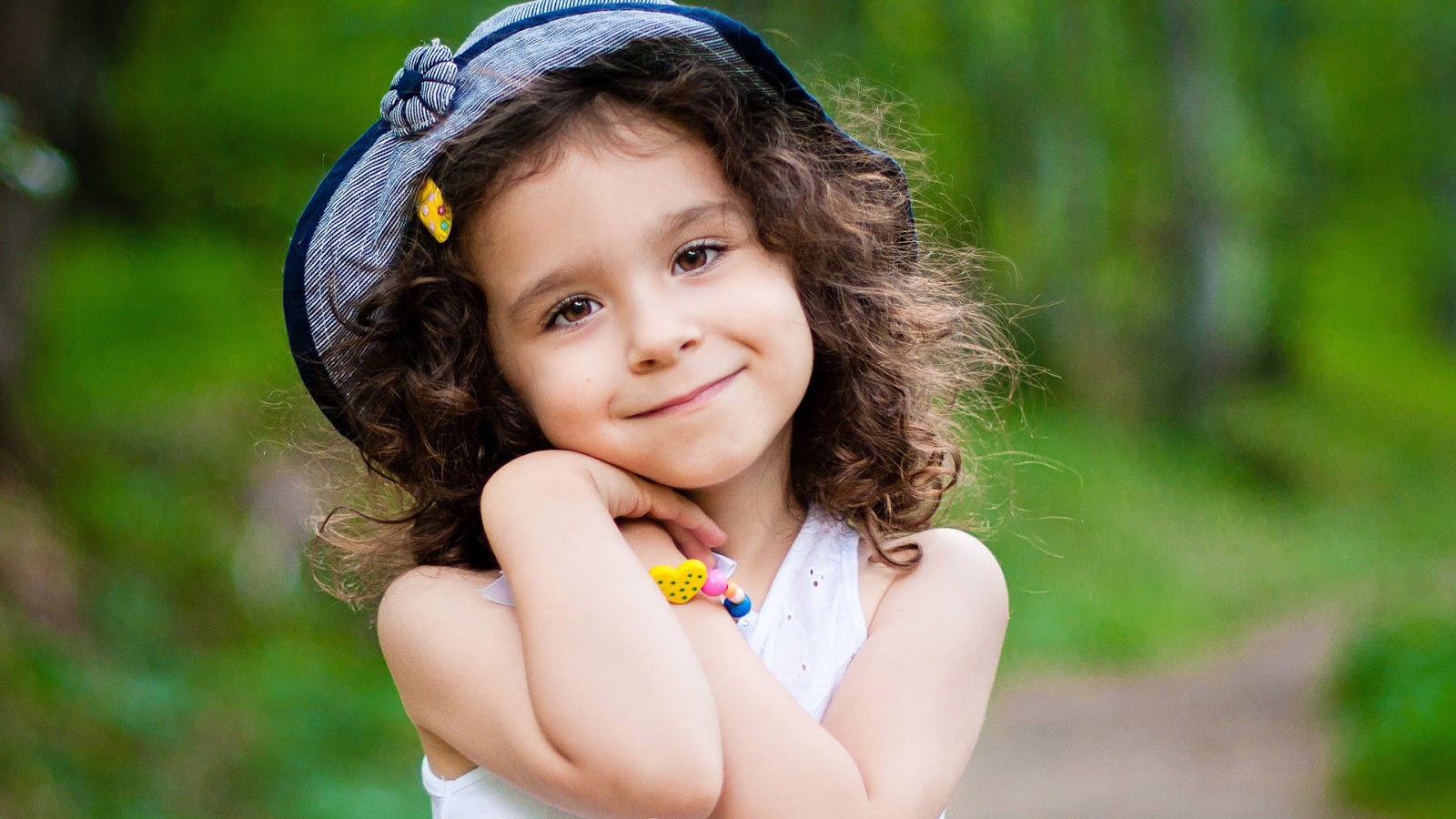 Cute Little Girl Wallpaper 1600x900 68115