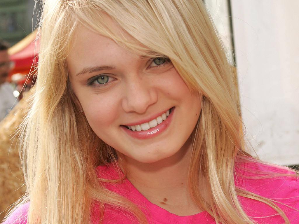 Cute Sara Paxton