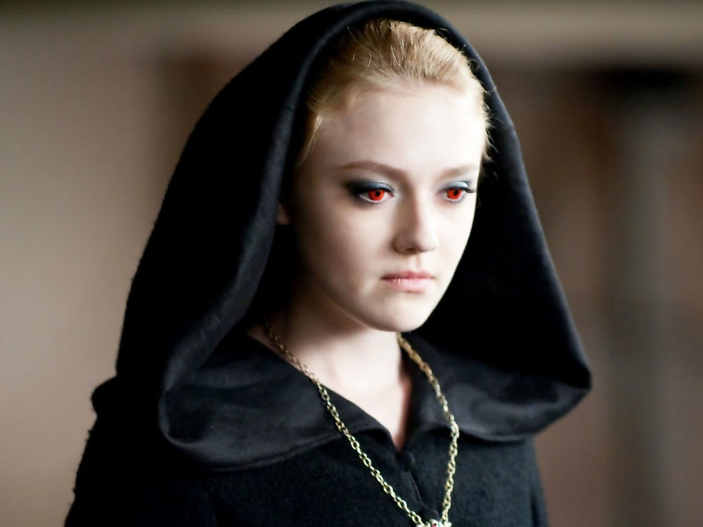 Dangerous look of actress Dakota Fanning