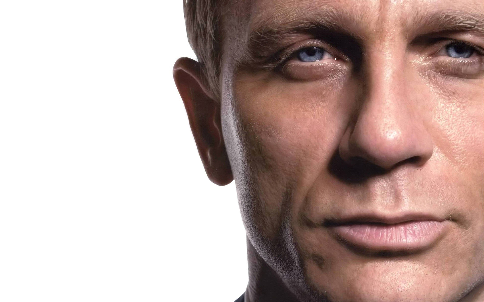 Daniel Craig injured his knee two months back, which was reported as a minor sprain during a fight scene at Pinewood. During the scheduled Easter break ...