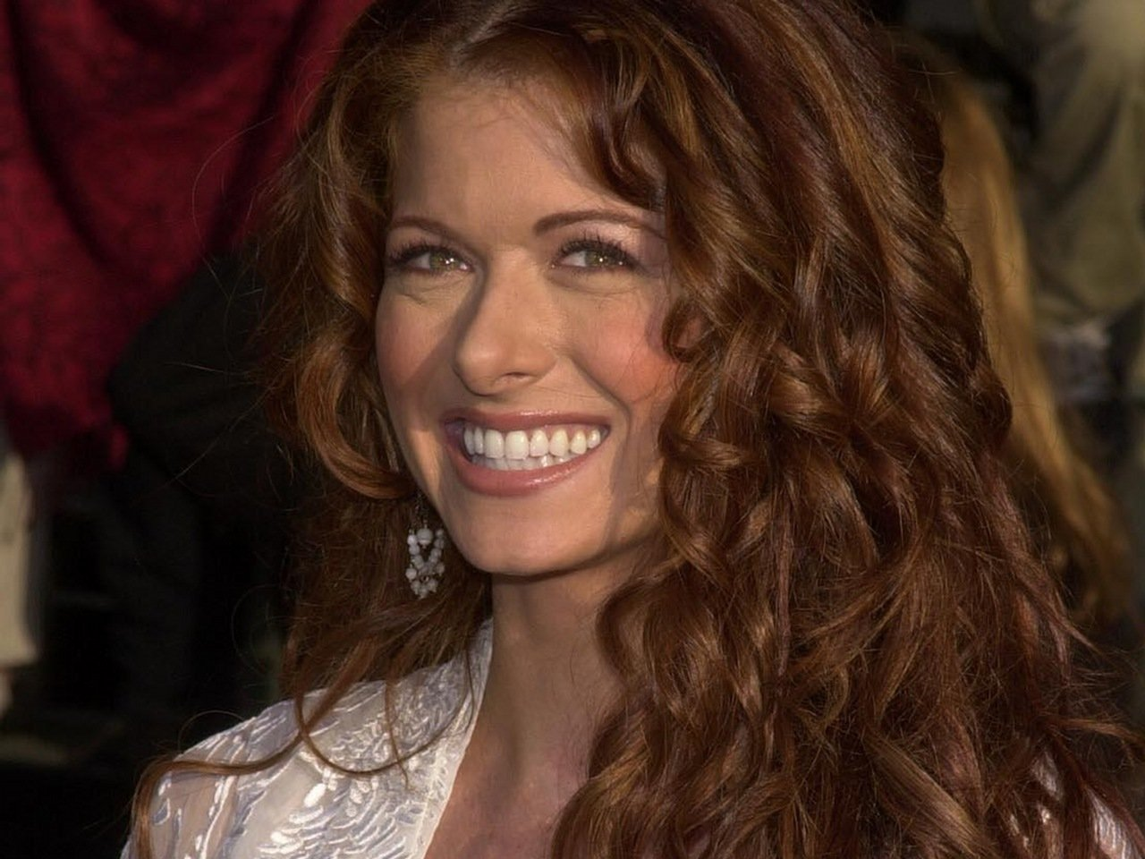 Debra Messing moves to NBC for new show