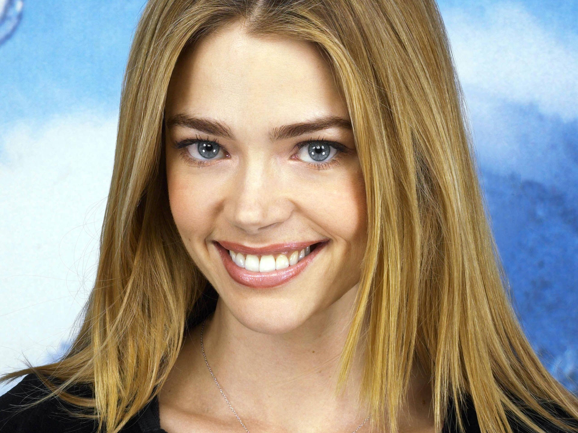 Denise Richards HD Wallpaper-0