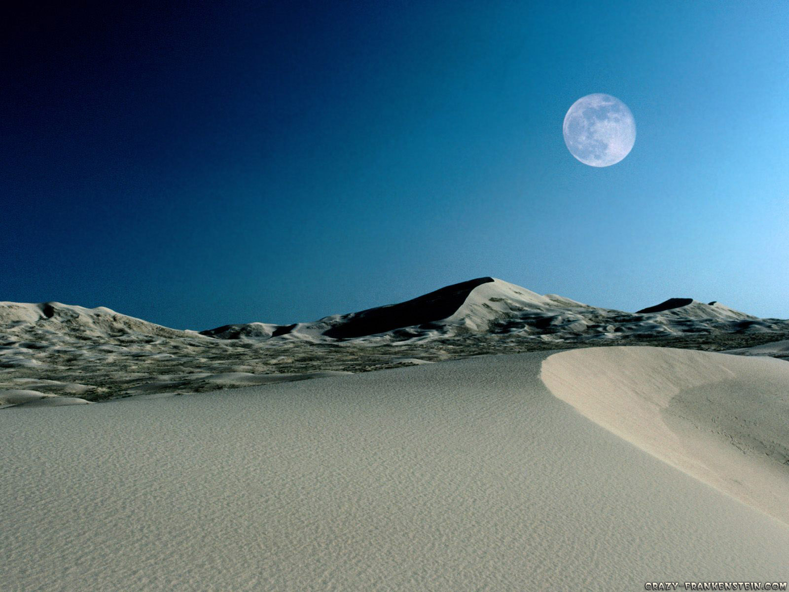 Moon Rising in Desert HD
