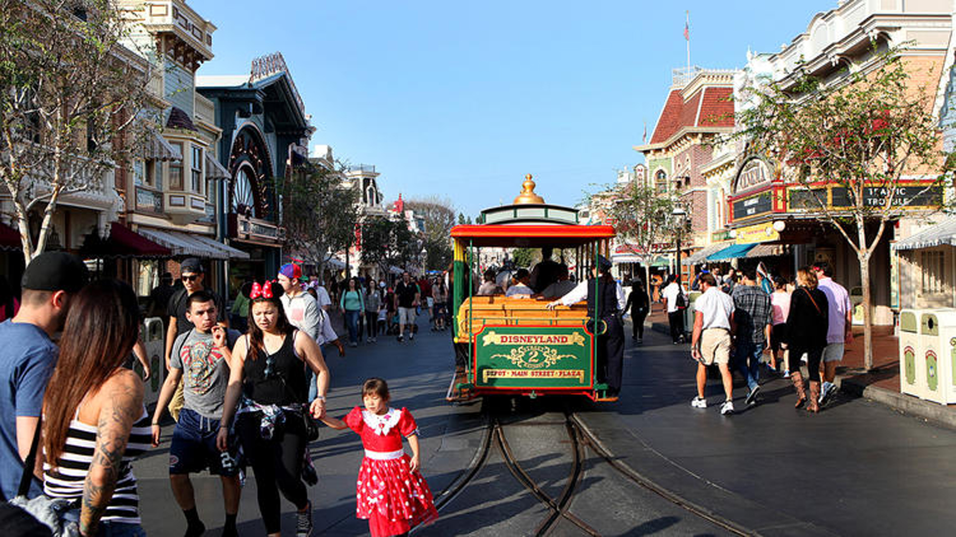 Evidence suggests that the latest measles outbreak has spread beyond people who visited Disneyland between Dec