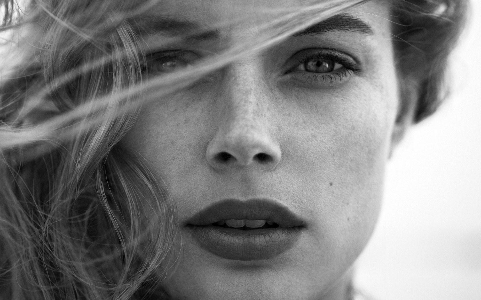Doutzen Kroes Portrait Girl