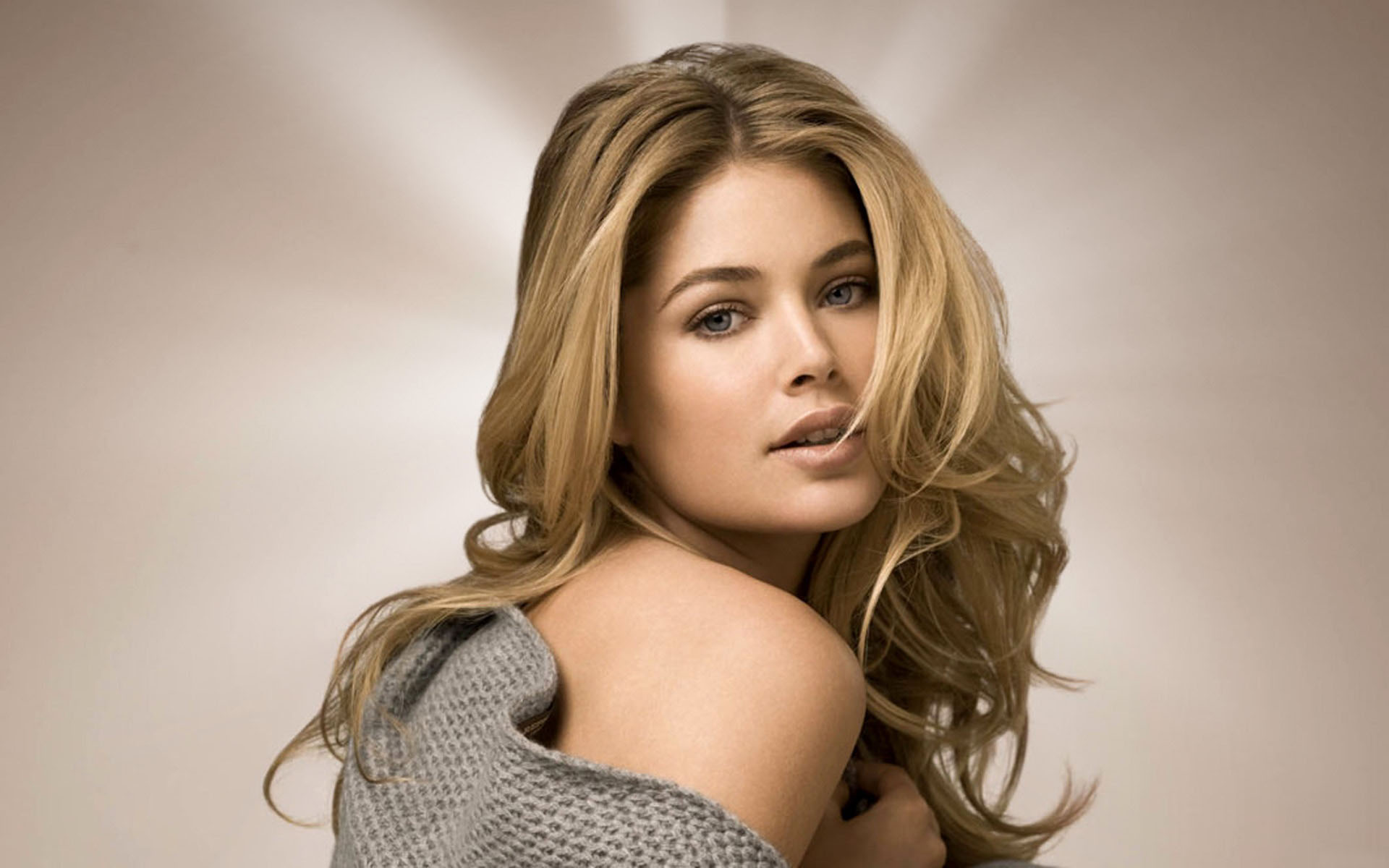 Doutzen Kroes Wallpapers 28114 1400x900 px