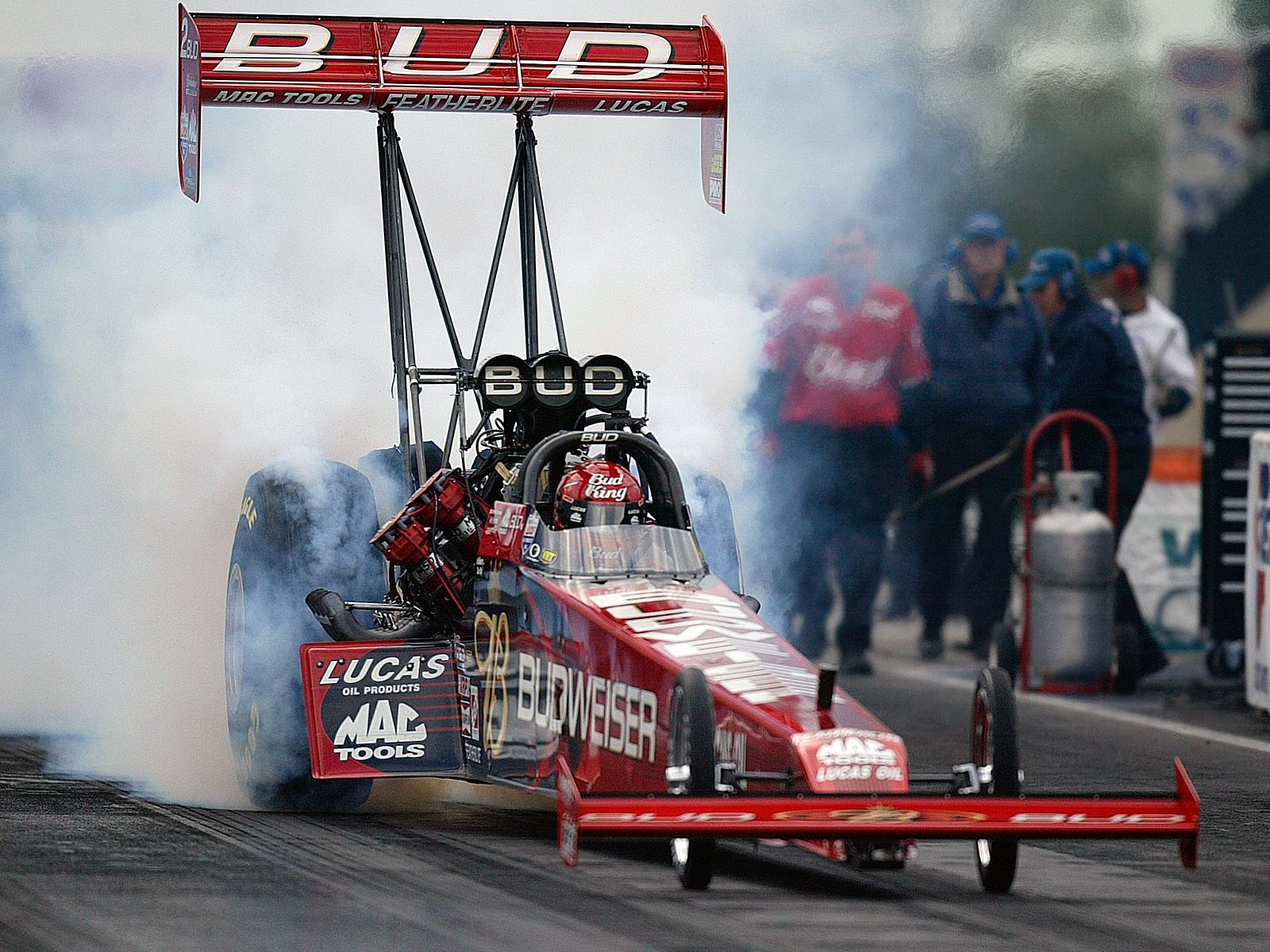 Most top fuel dragsters have the engine placed in the rear, although some, called slingshot dragsters, have the engine in front of the driver.
