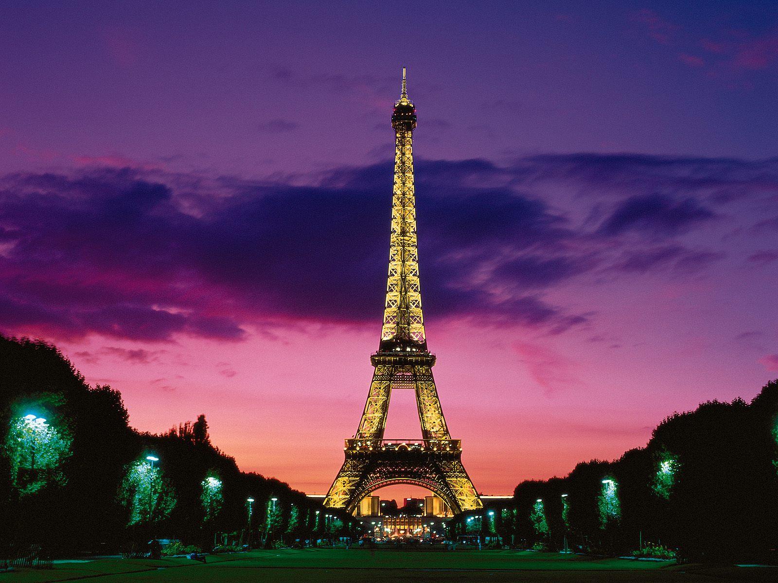 ... Eiffel Tower Wallpaper ...