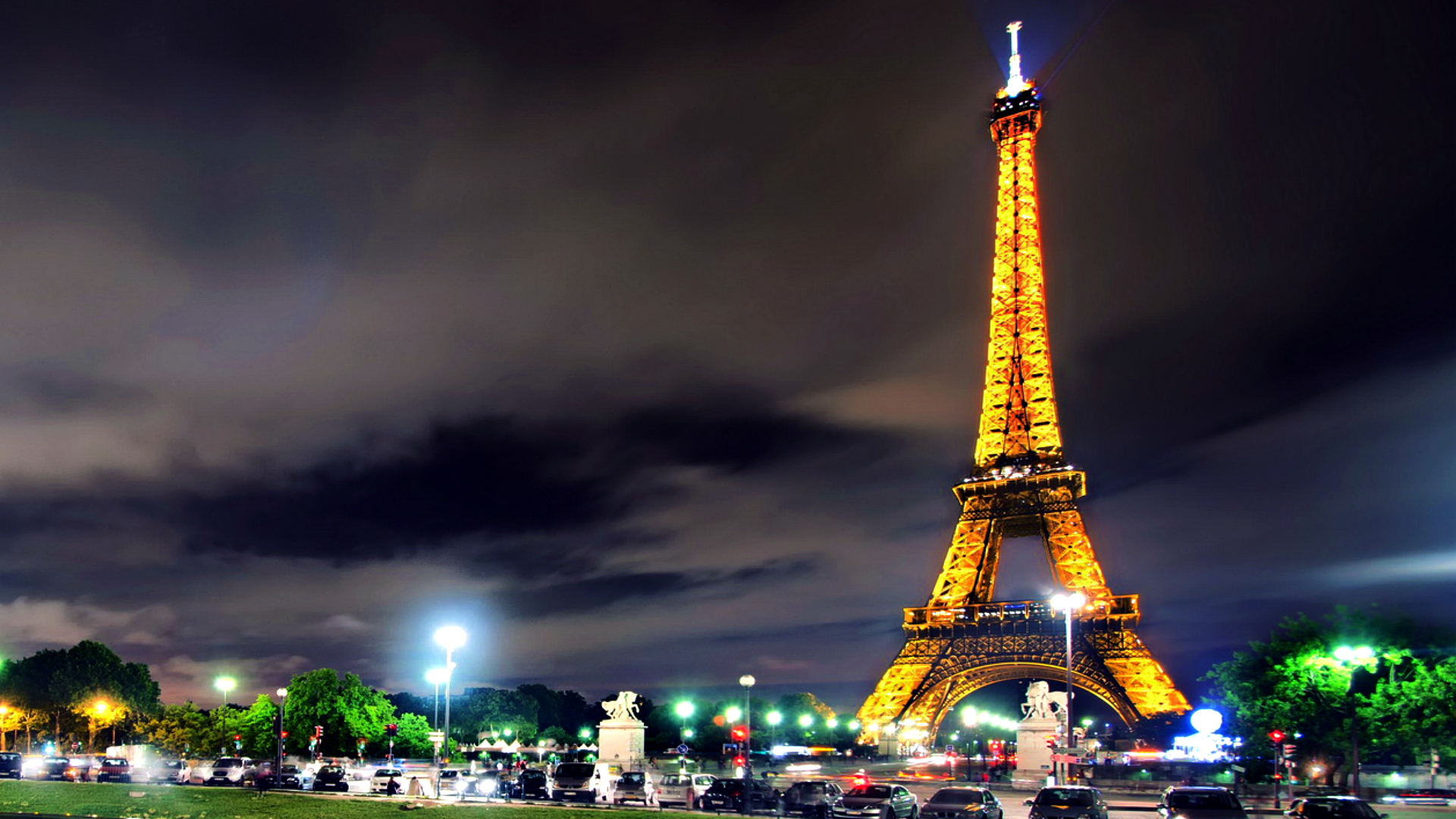 Eiffel Tower Wallpaper HD Free Download