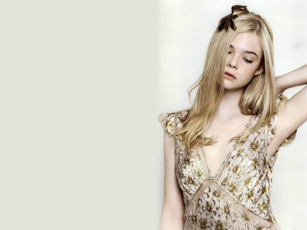 Elle Fanning Wallpaper