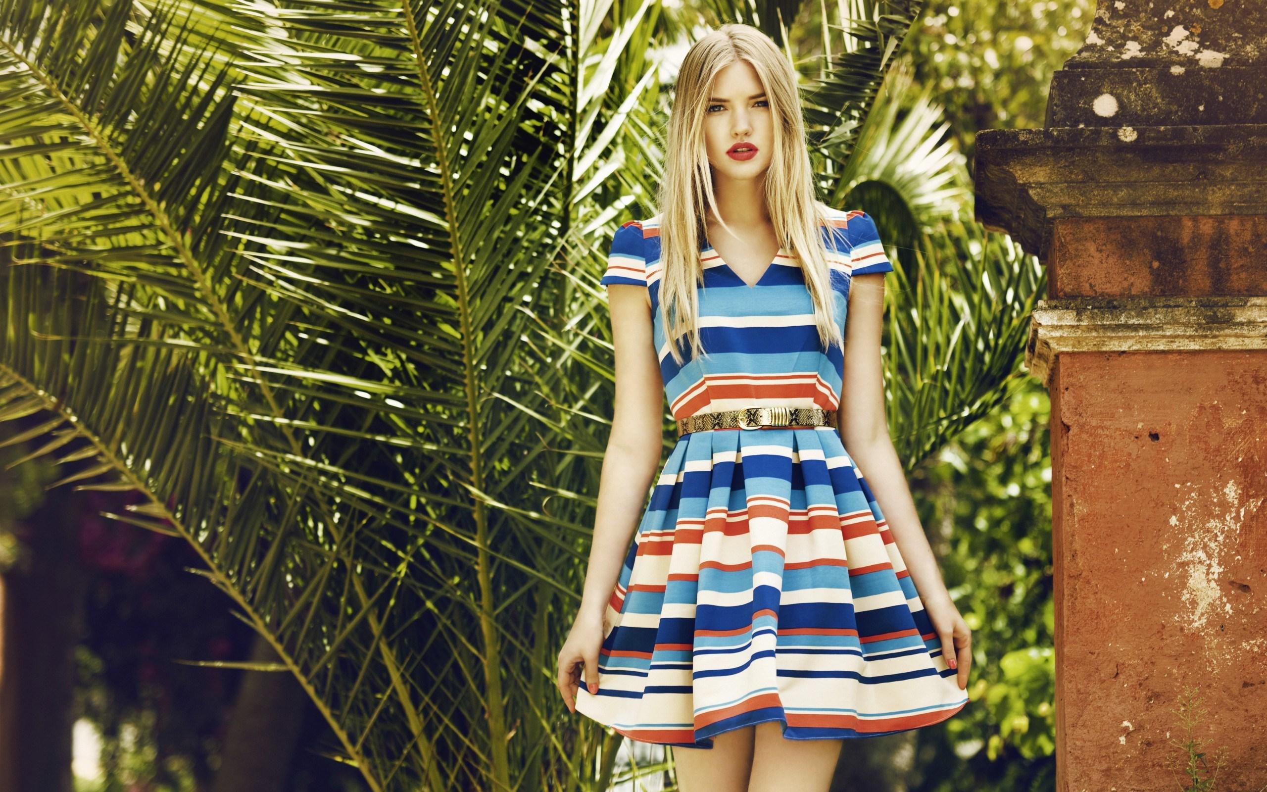 Ellen Danes Blonde Model Fashion