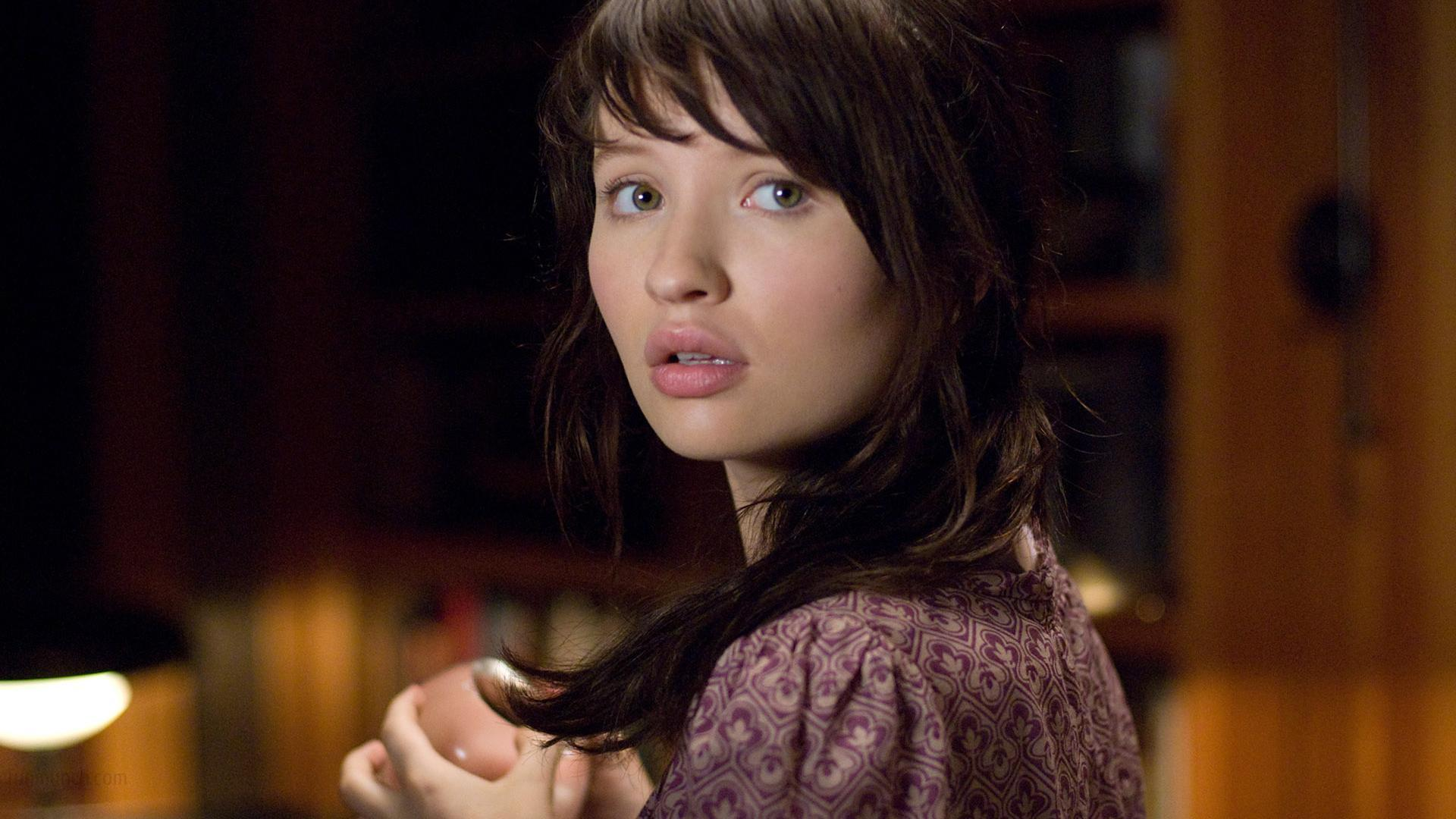 Emily Browning backdrop wallpaper