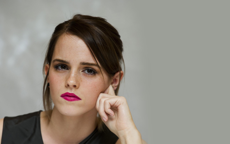 2880x1800; Emma Watson