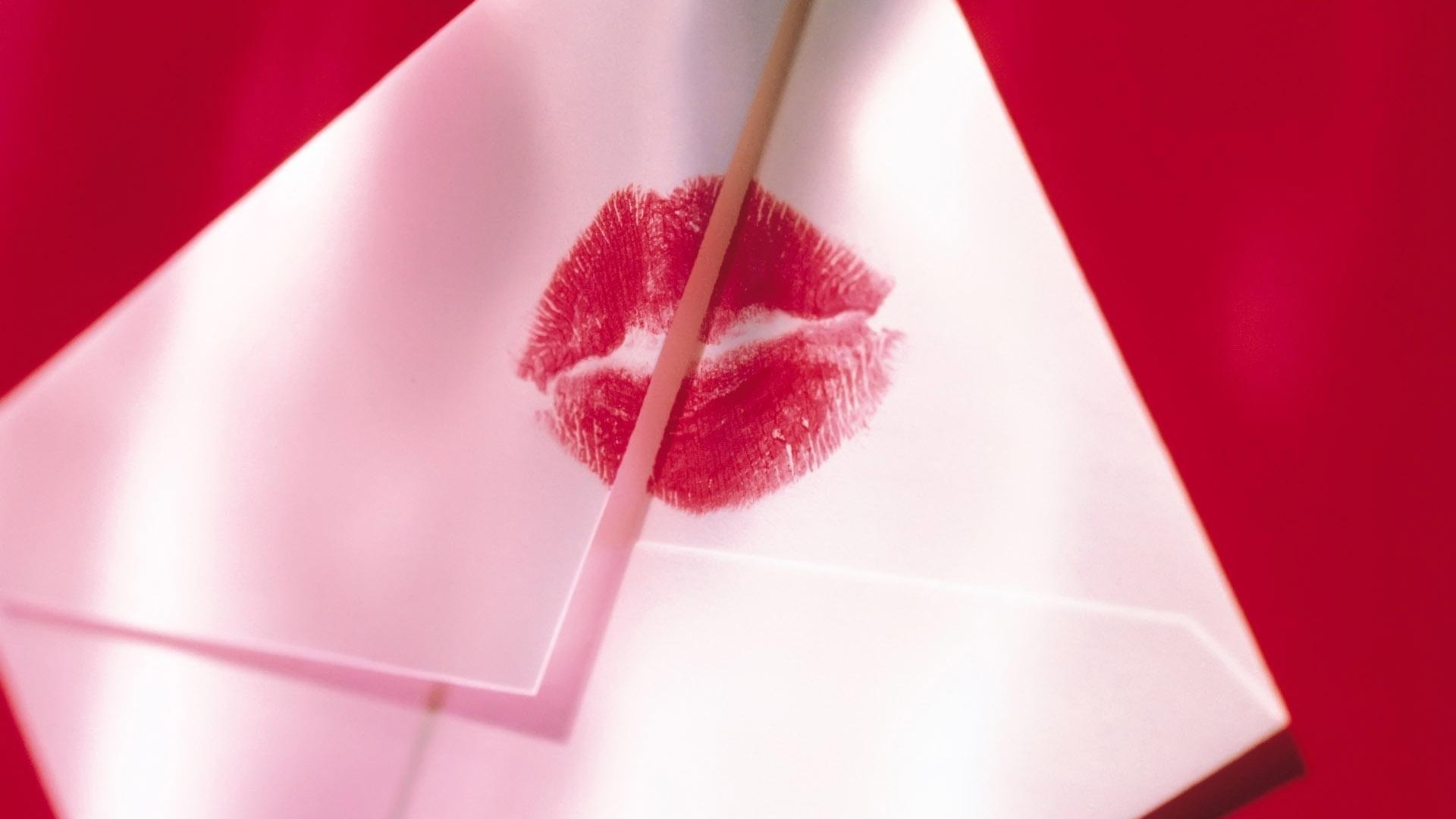 Envelope lipstick kiss