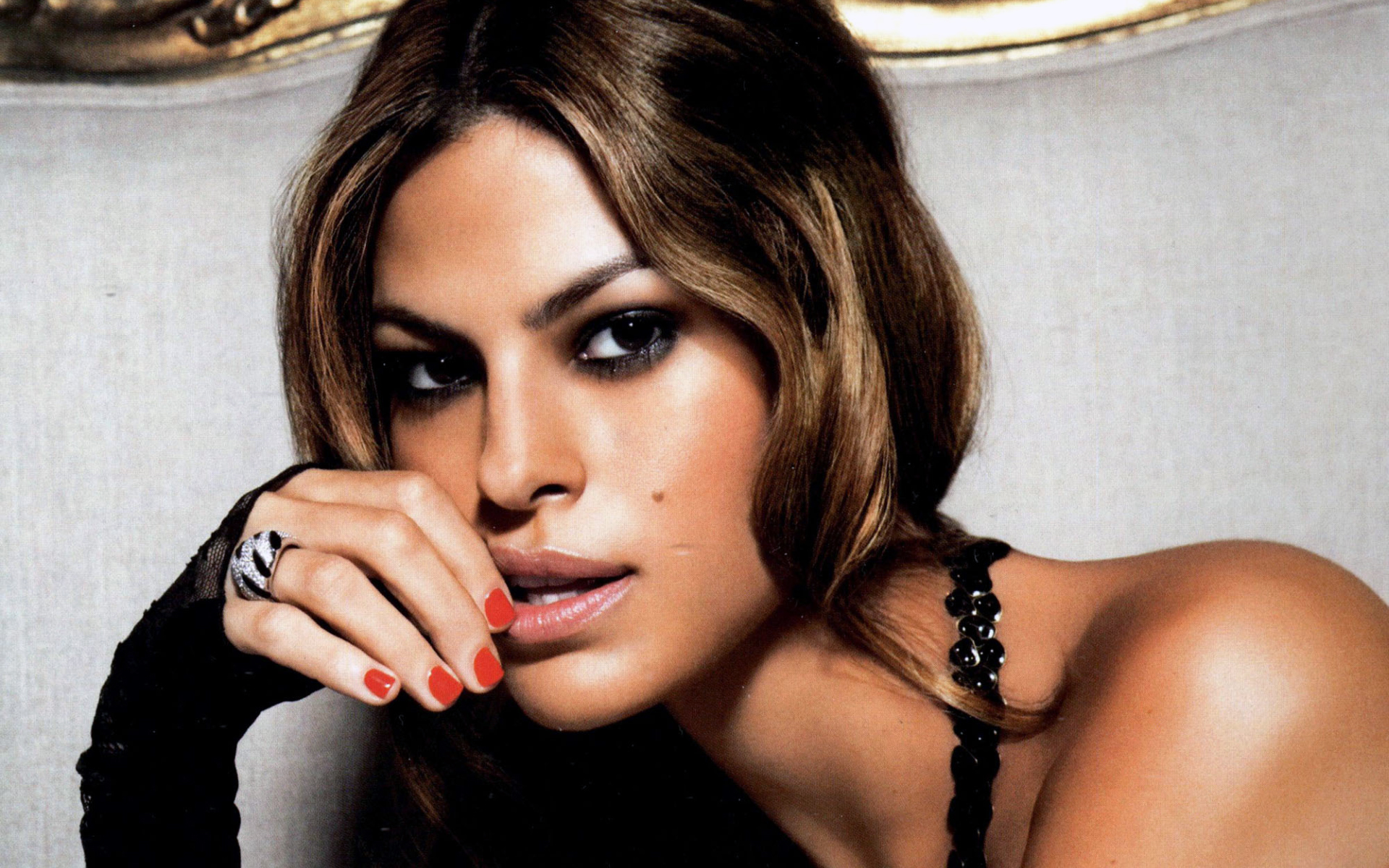 Eva Mendes background