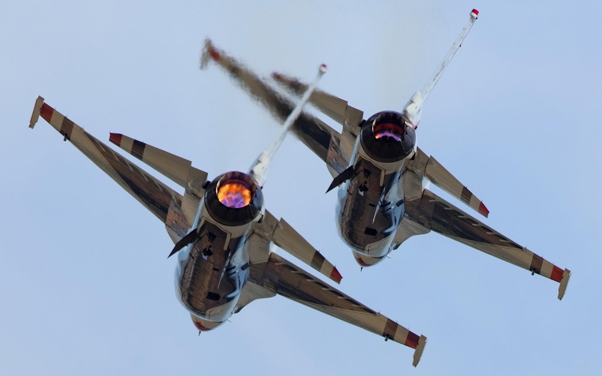 F16 falcon tandem