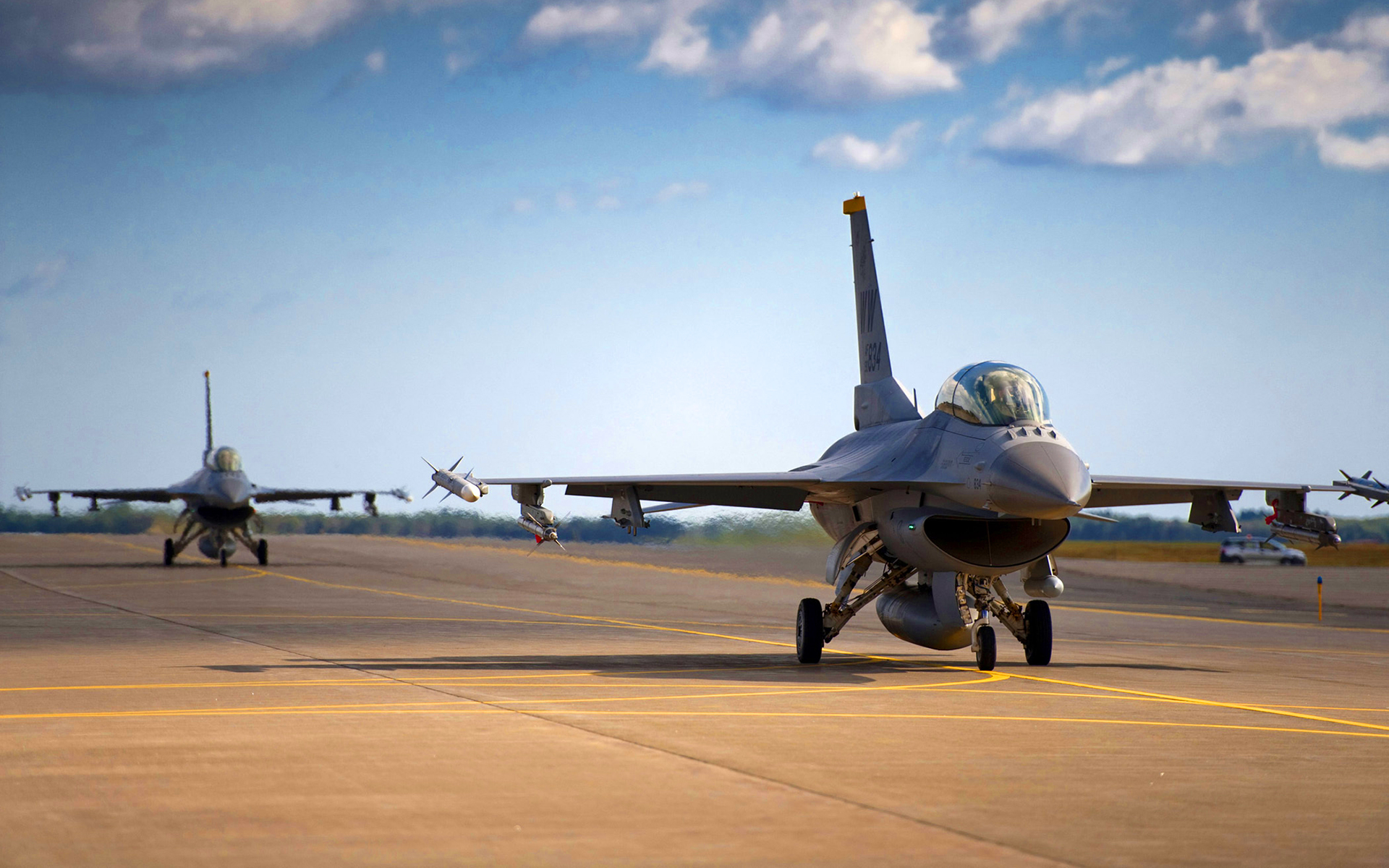 F16 falcons airfield