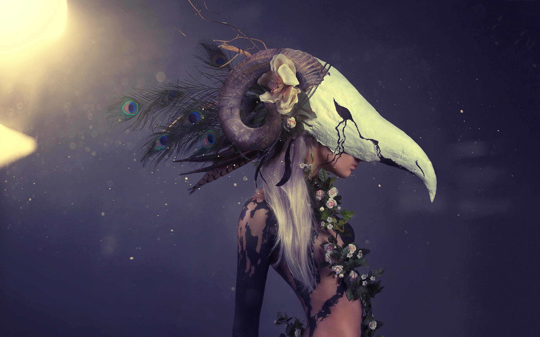 Fantasy blonde skull