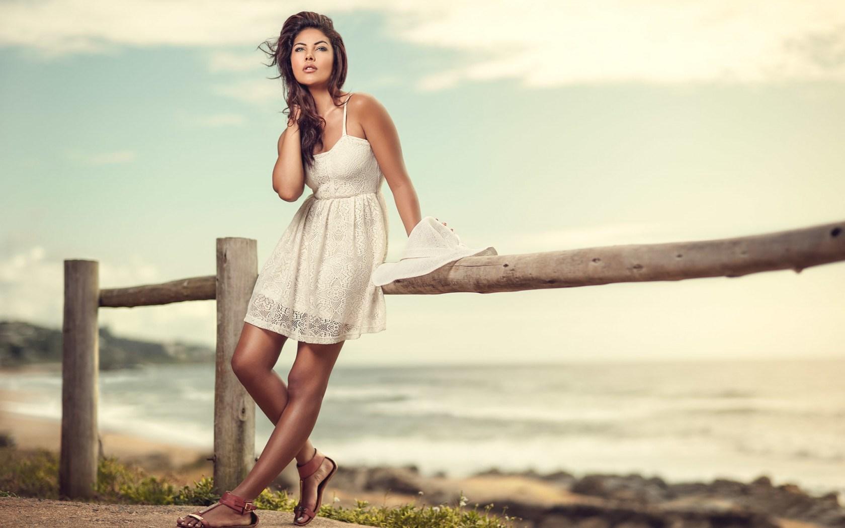 Fashion Model Girl Beach Sea