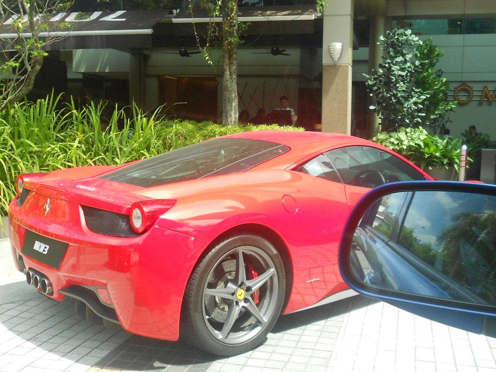 Ferrari 458 Italia Parking