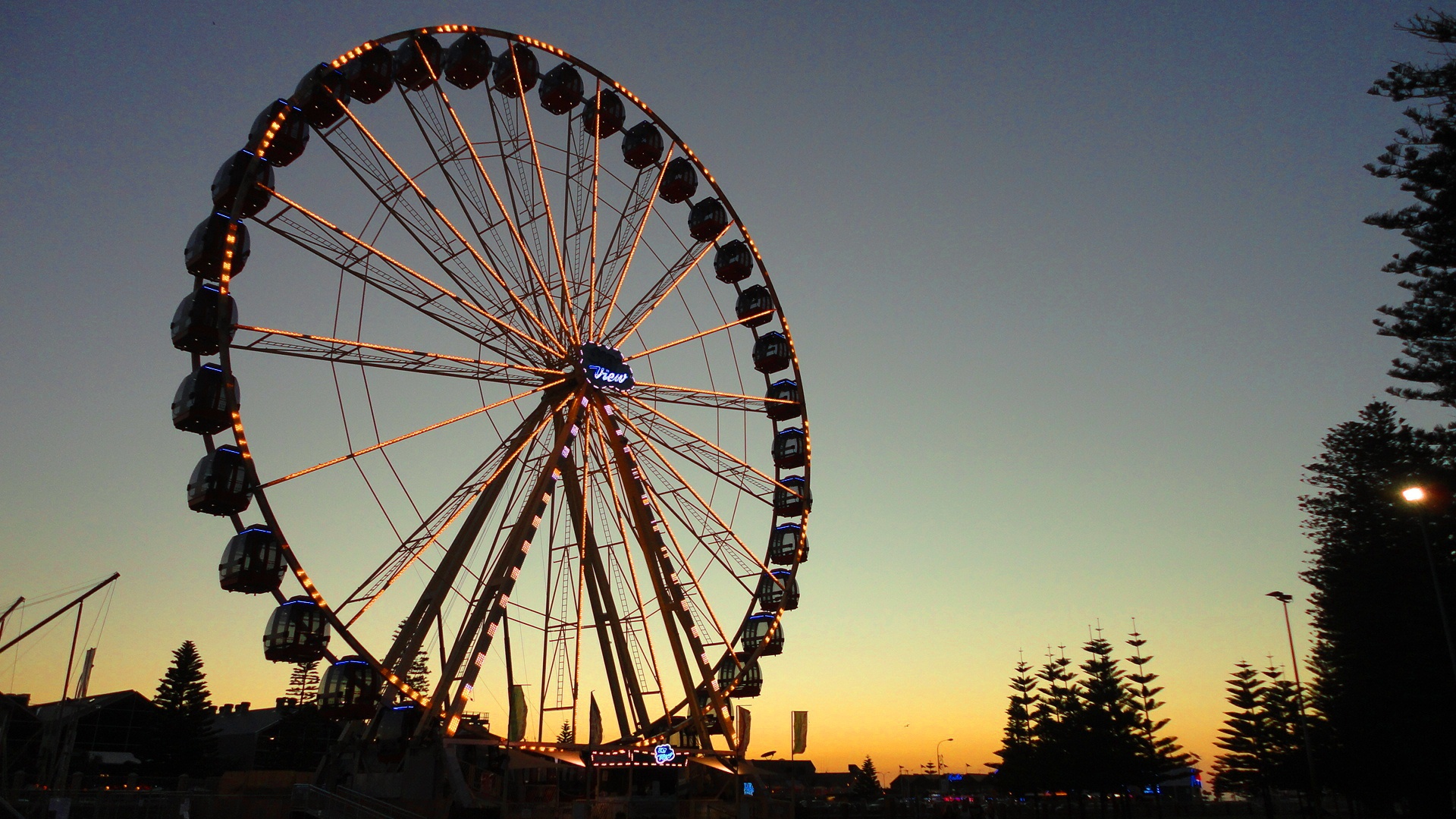 Originally planned for dismantling and relocation to 2012 Royal Show, the Fremantle Ferris Wheel is standing tall at the Esplanade.