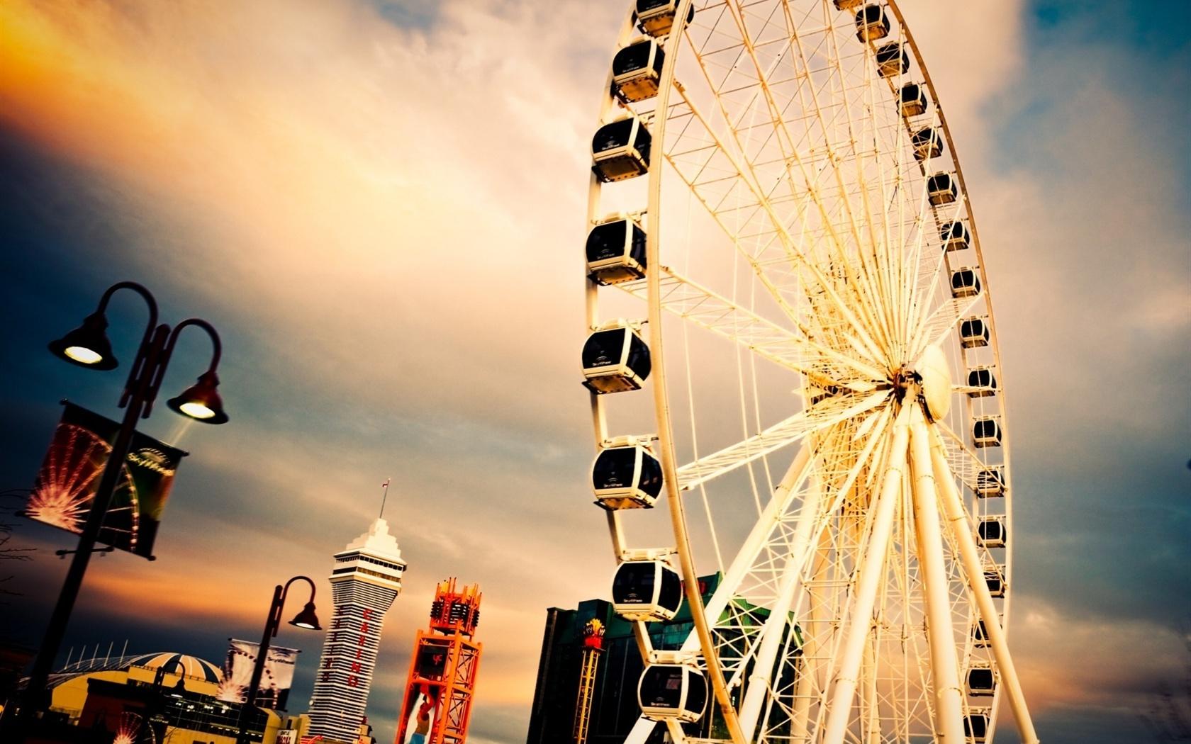 City Ferris wheel wallpaper 1680x1050.