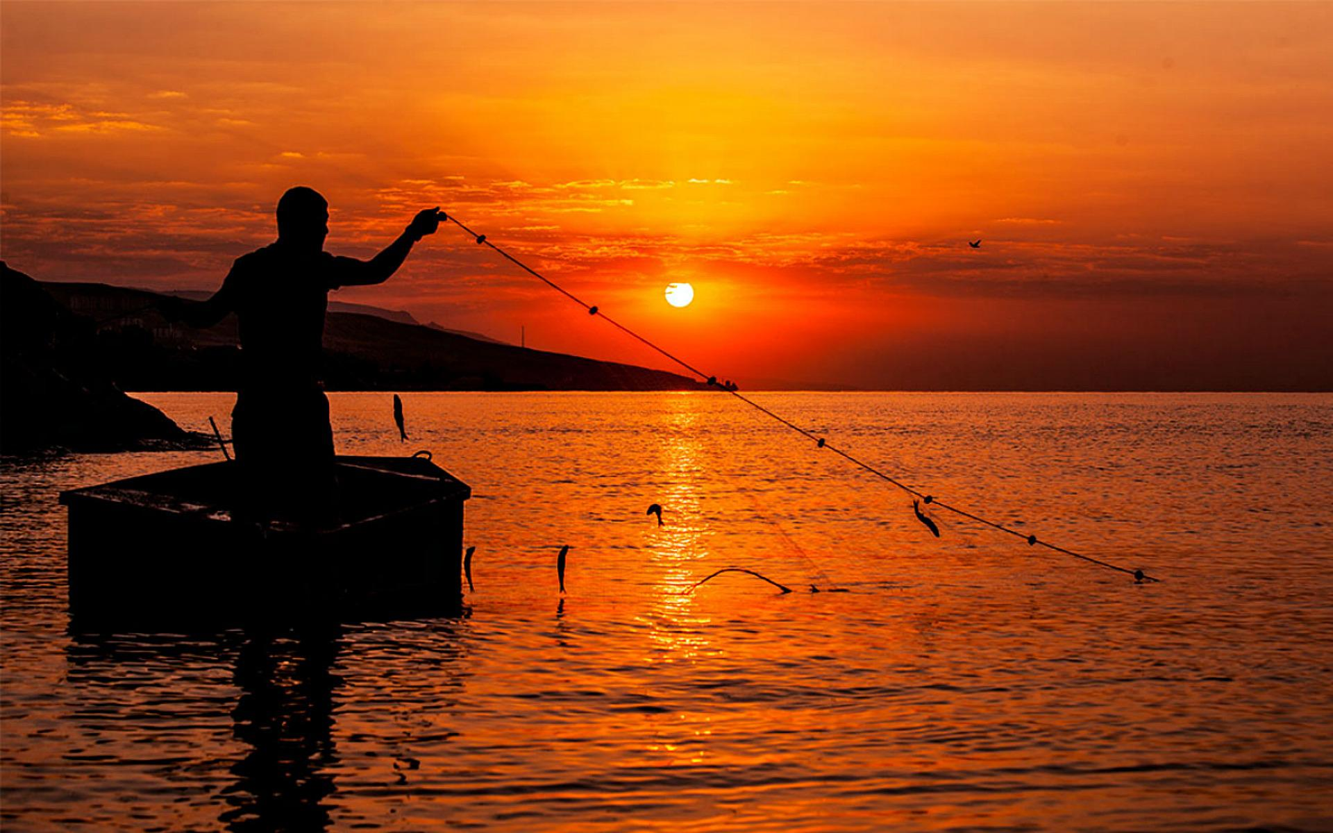 Fisherman at Sunset HQ Wallpaper