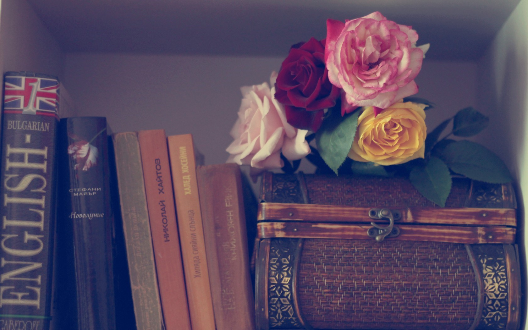 Flowers Roses Books Wallpaper