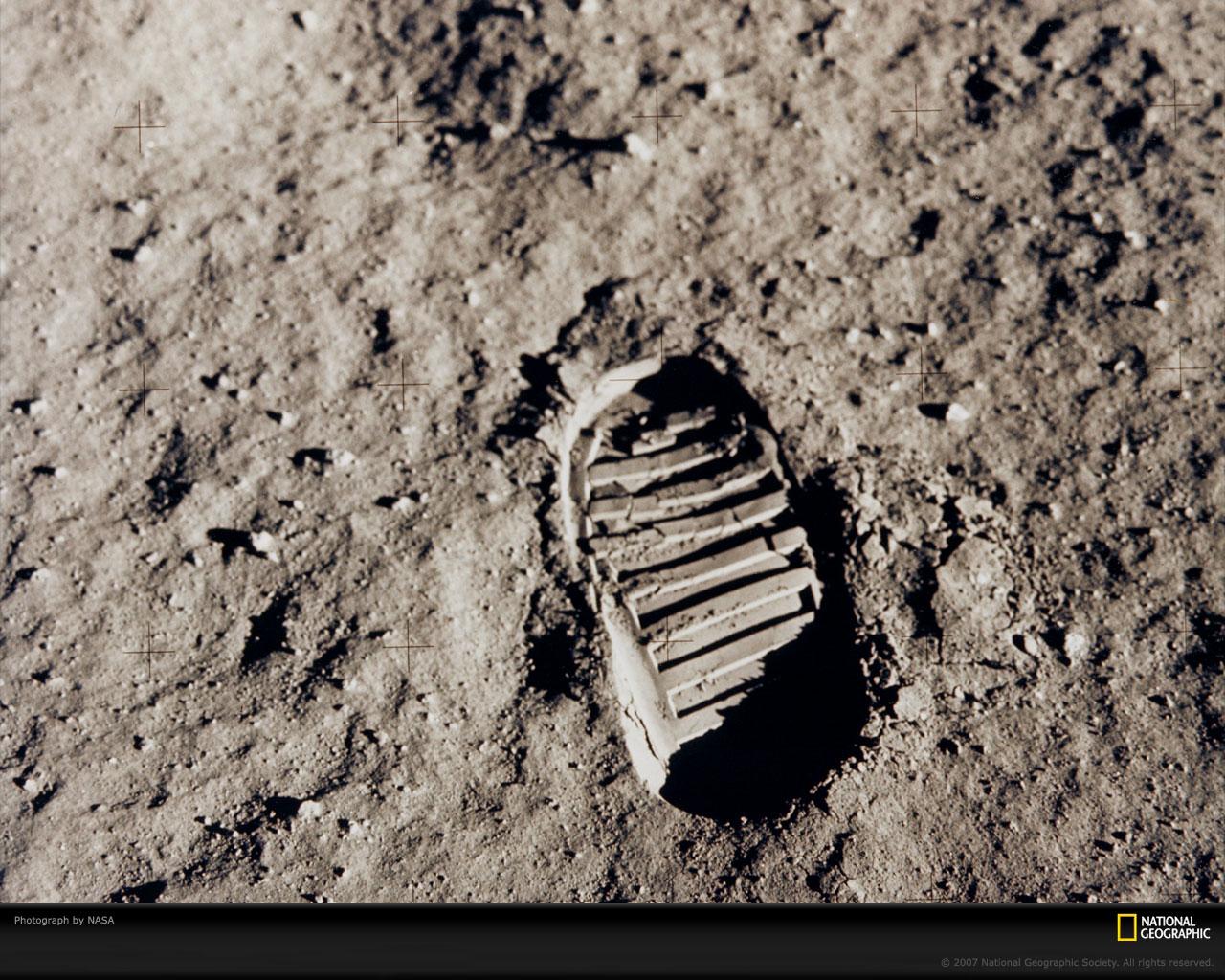 Footprint moon