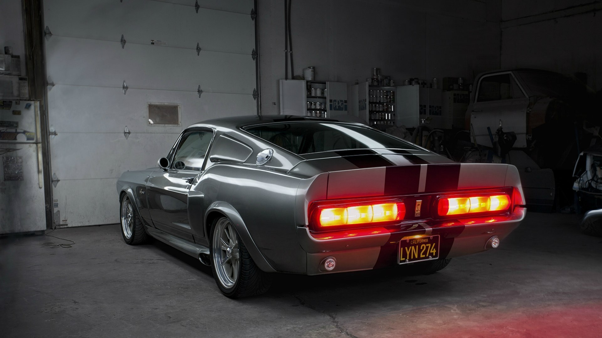 Ford Mustang GT500 Shelby Eleanor Garage Back