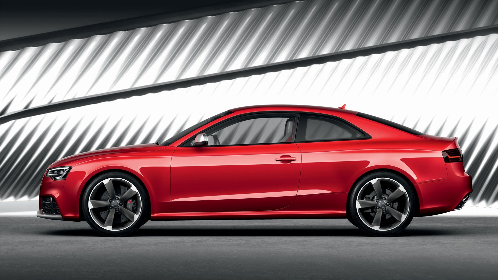 Free Audi RS5 Wallpaper