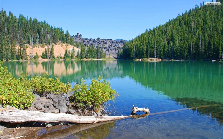 Free Beautiful Lake Wallpaper
