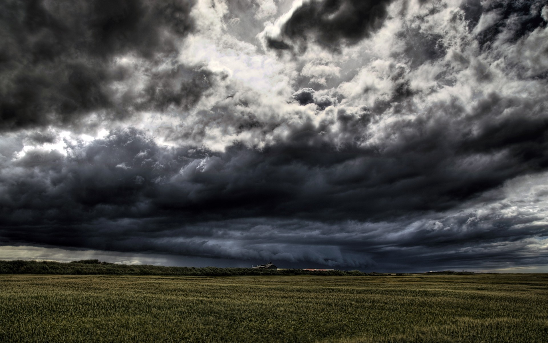 Free Dark Clouds Wallpaper