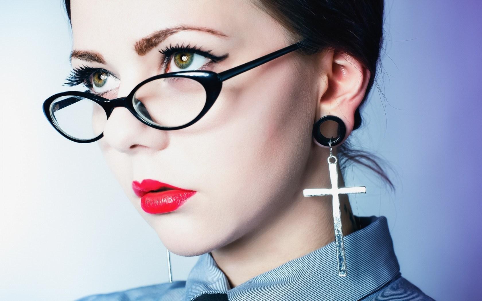 Free Girl Glasses Wallpaper 42778 1920x1200 px