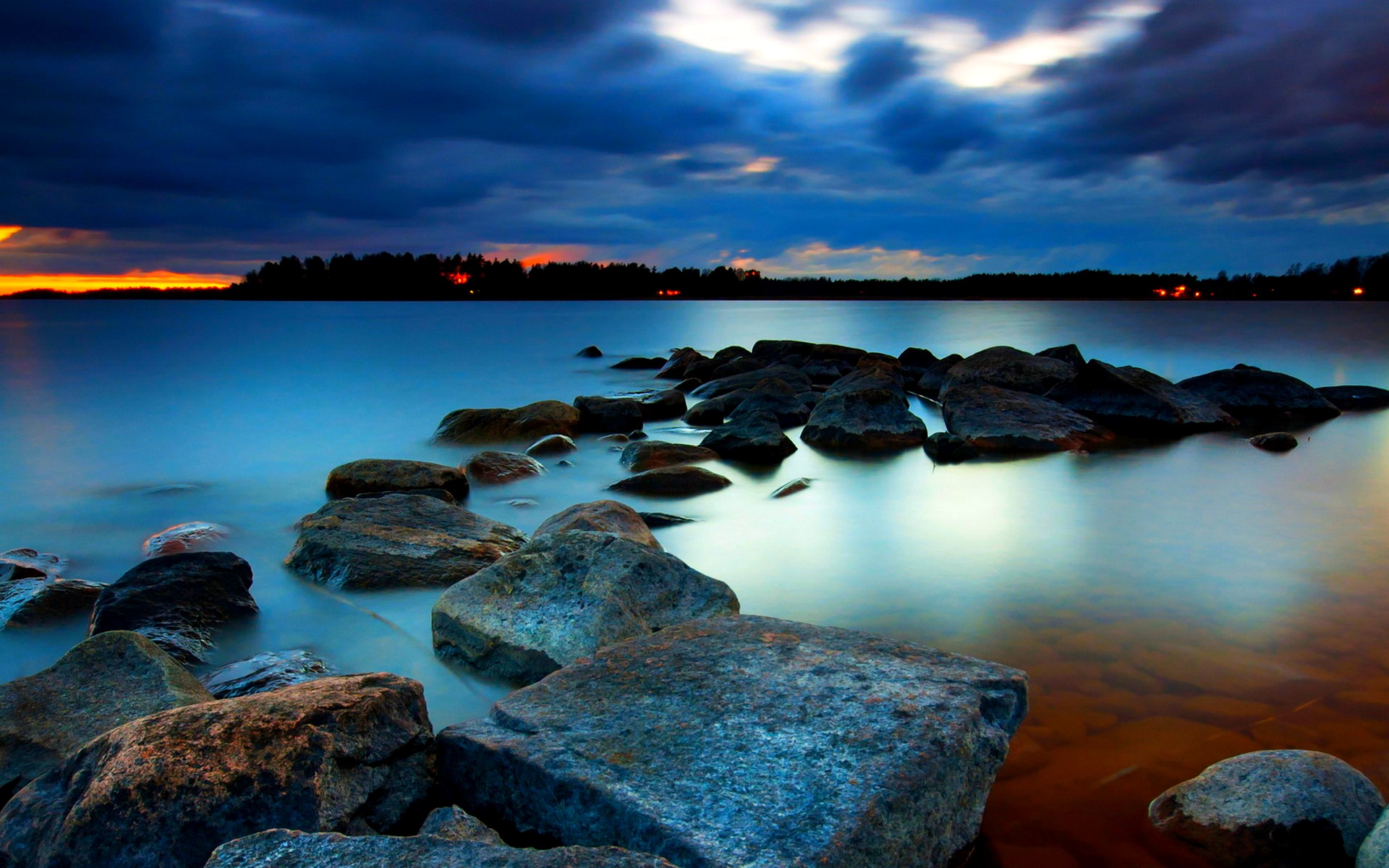 Free Rocky Shore Wallpaper