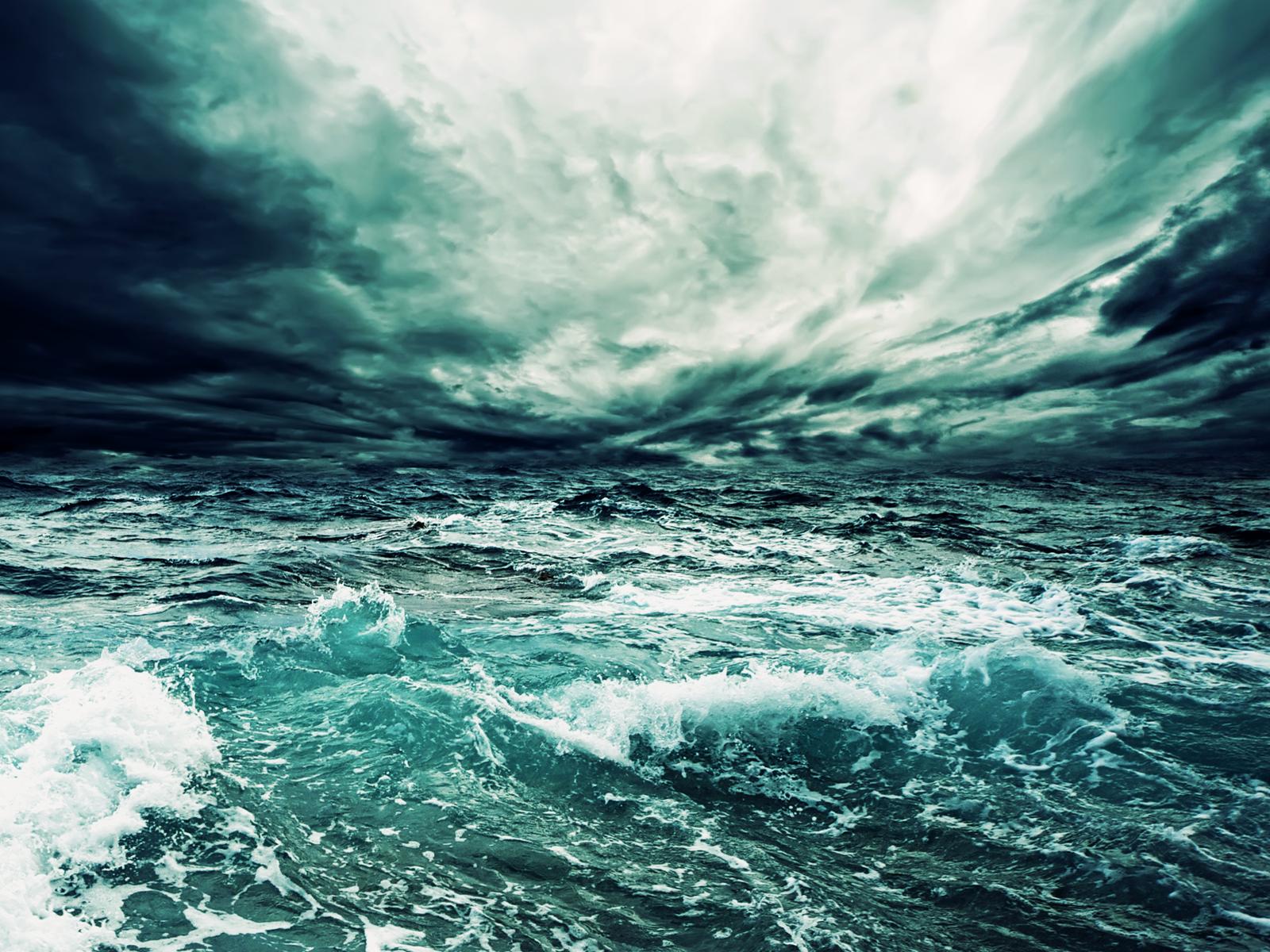 Free Sea Storm Wallpaper