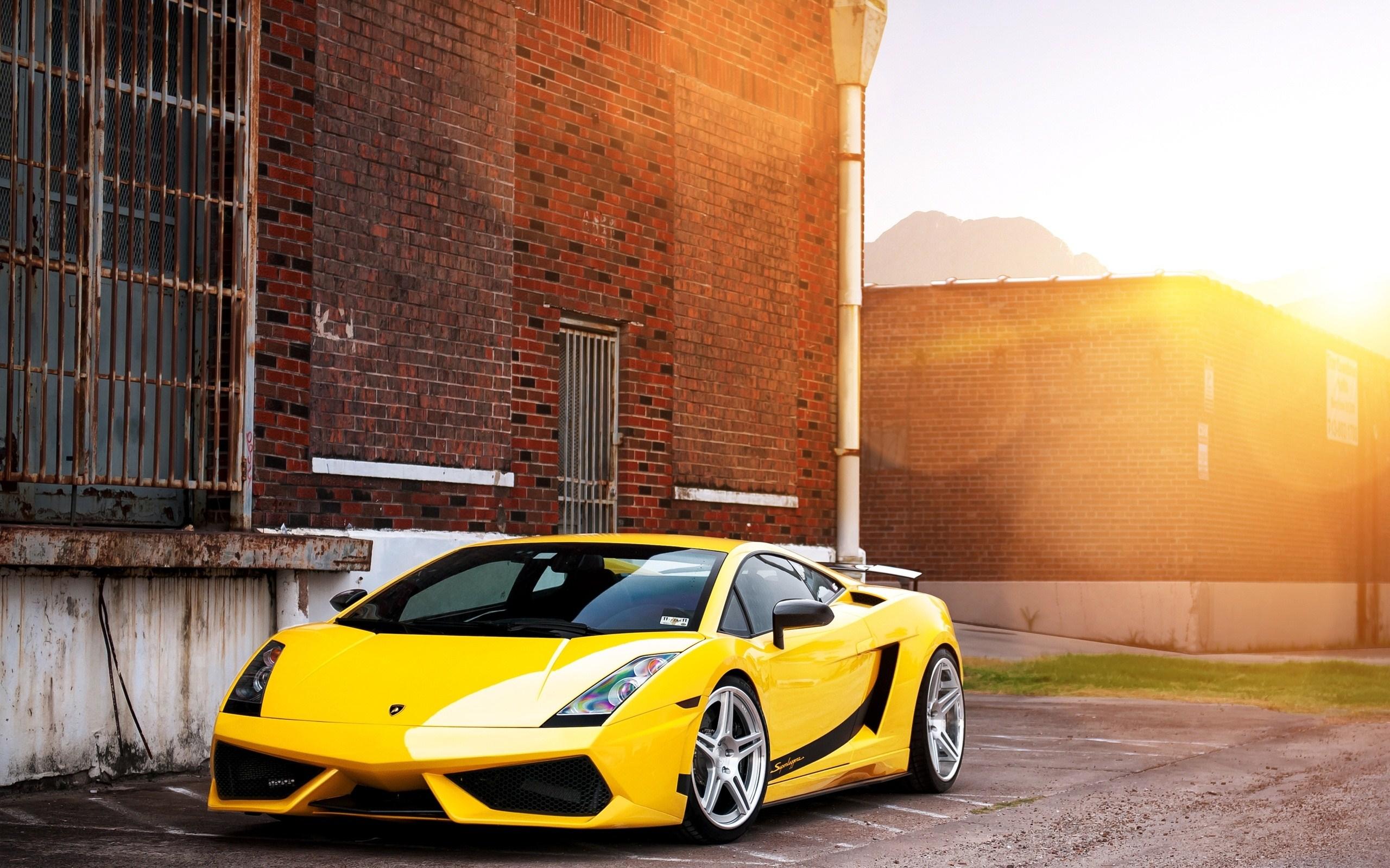 Free Yellow Lamborghini Wallpaper