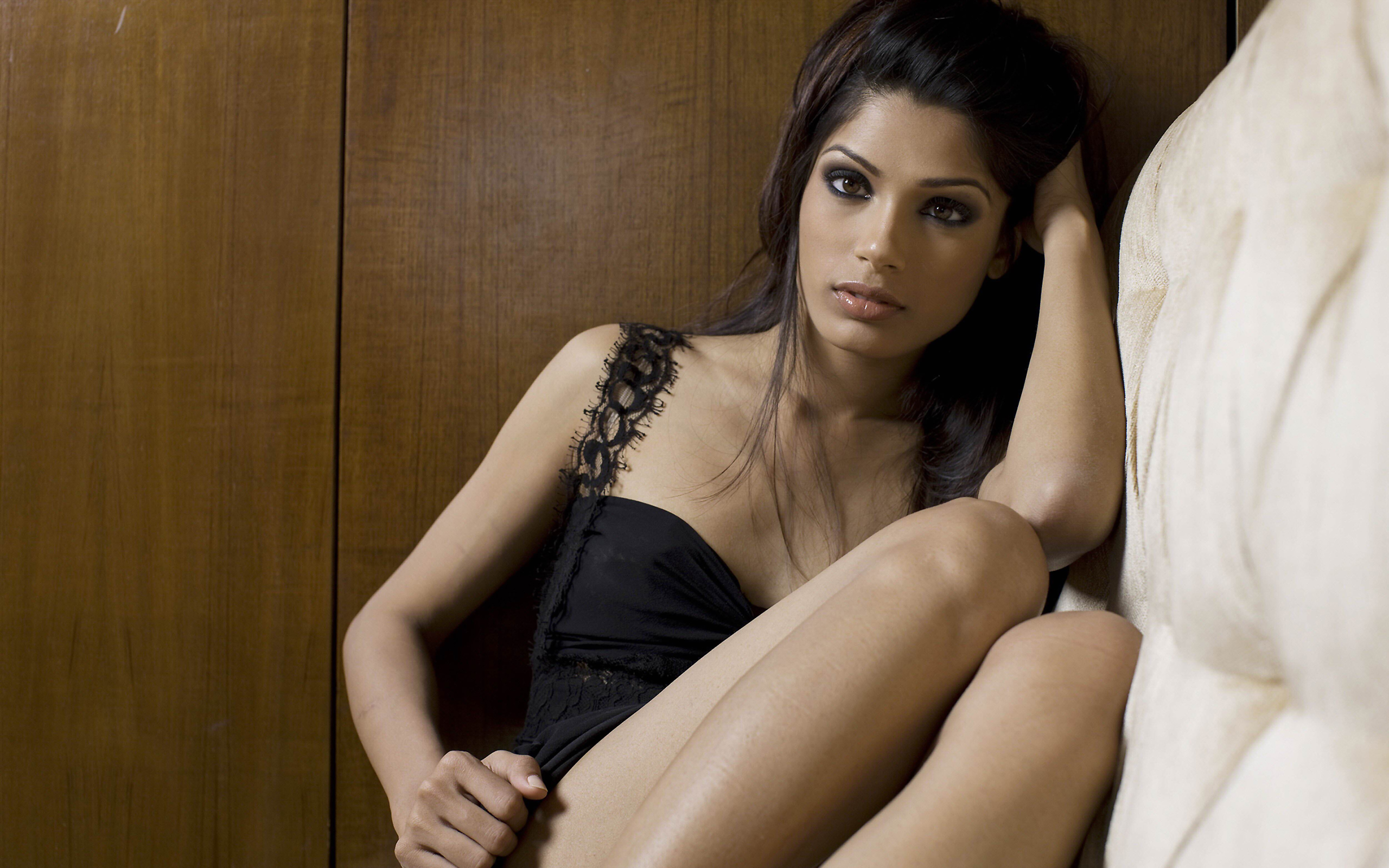 Freida pinto hot Wallpapers Pictures Photos Images. «