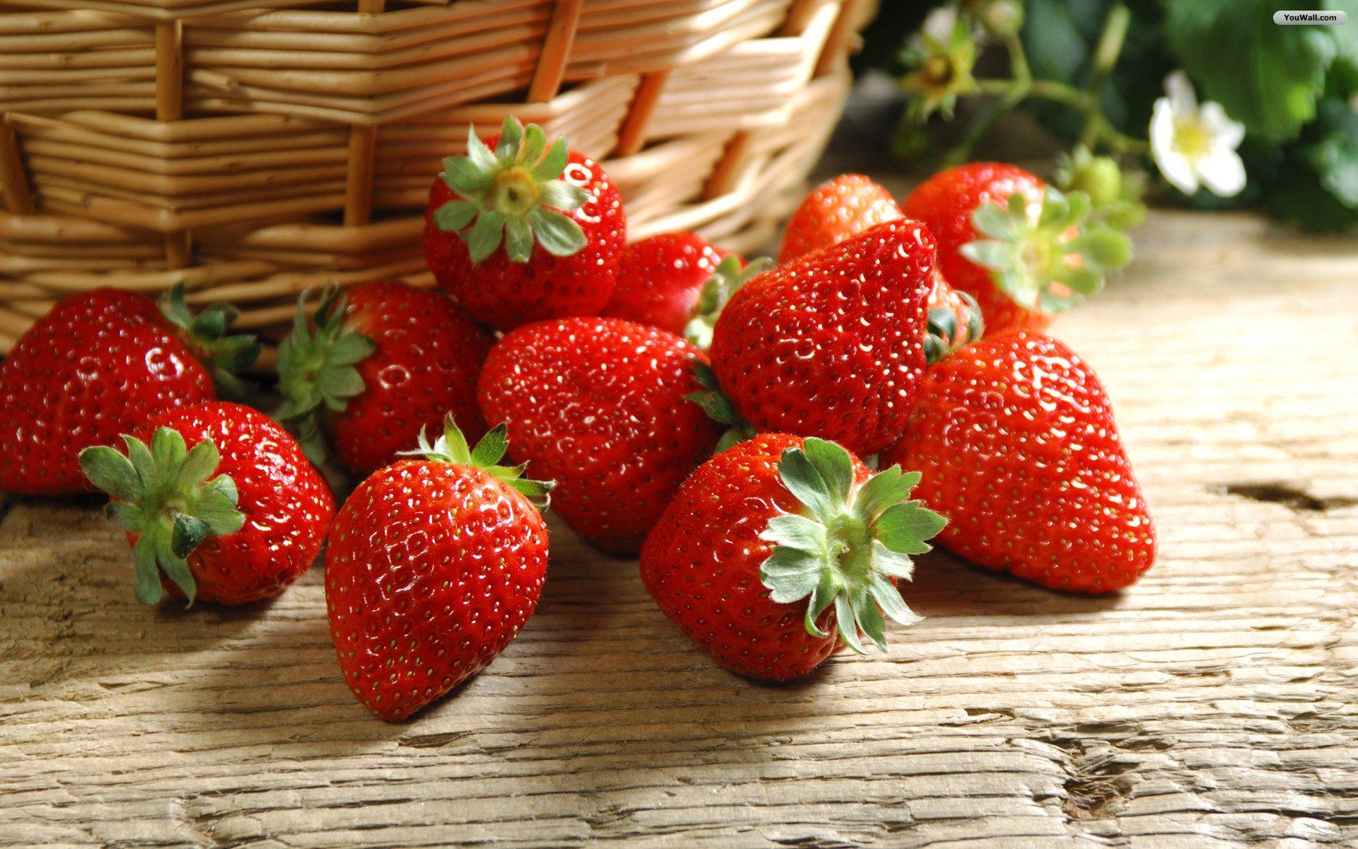 Fresh Strawberries Wallpaper