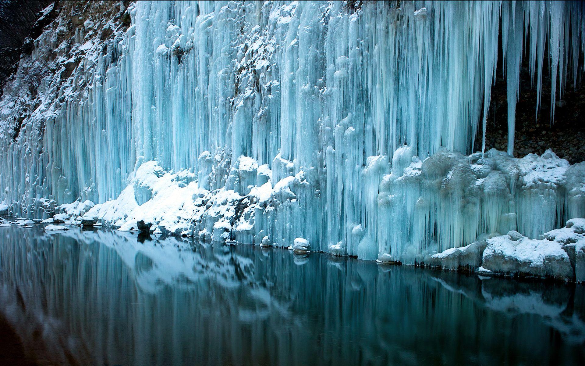 Frozen Waterfall wallpaper