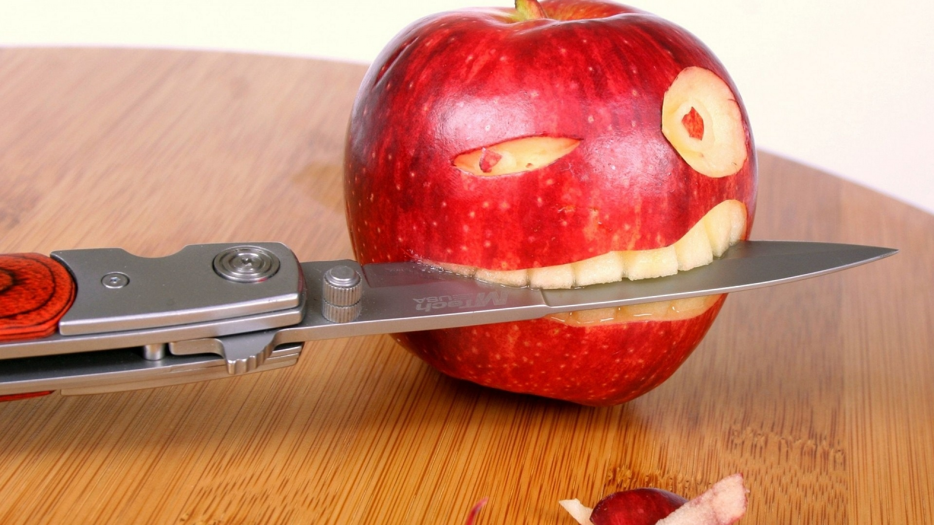 Apple and knife arts funny wallpaper