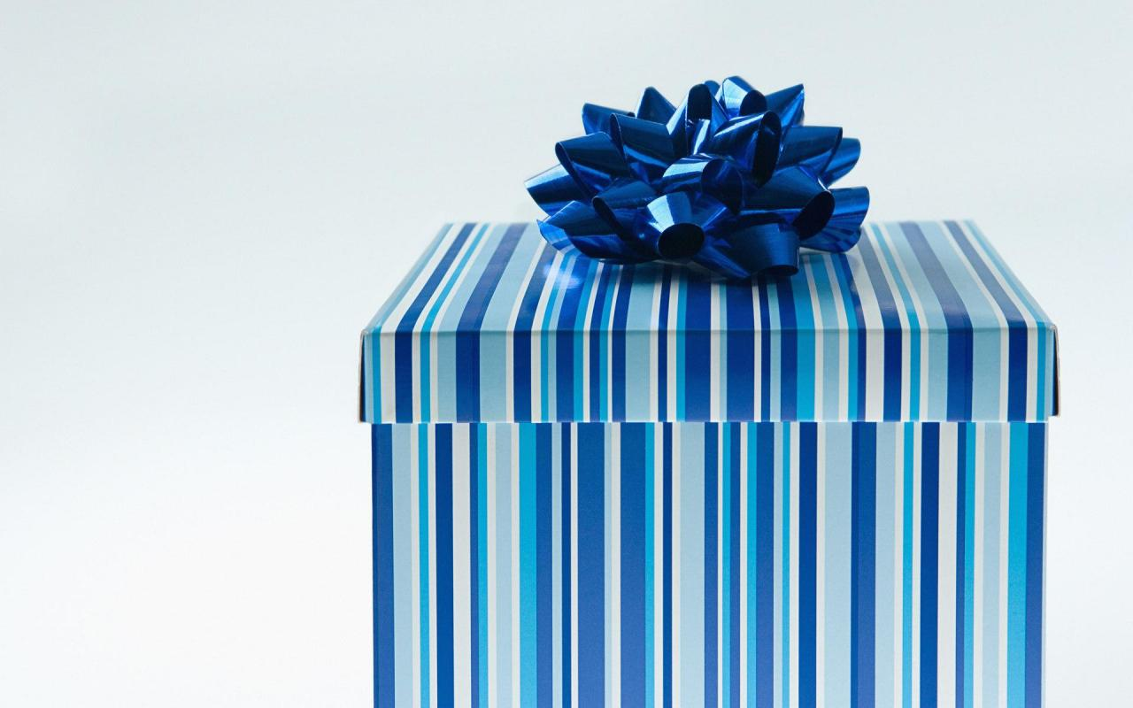 Pure Christmas Blue Gift Box