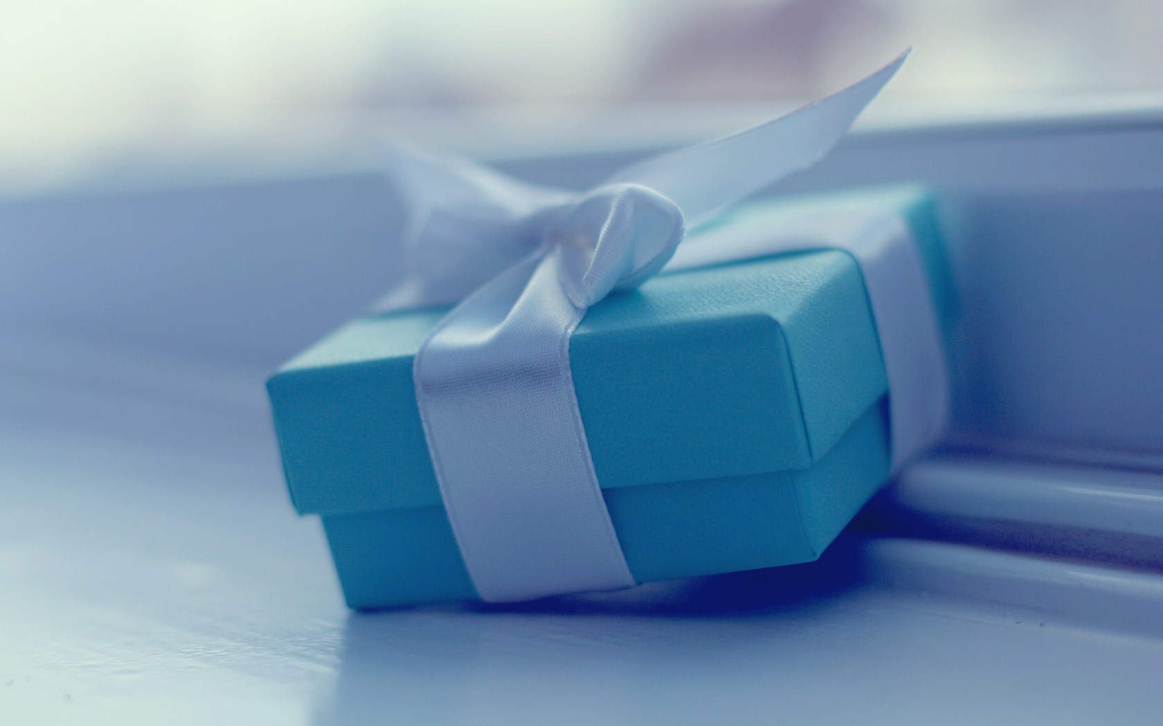 Mood Blue Gift Box Ribbon HD Wallpaper