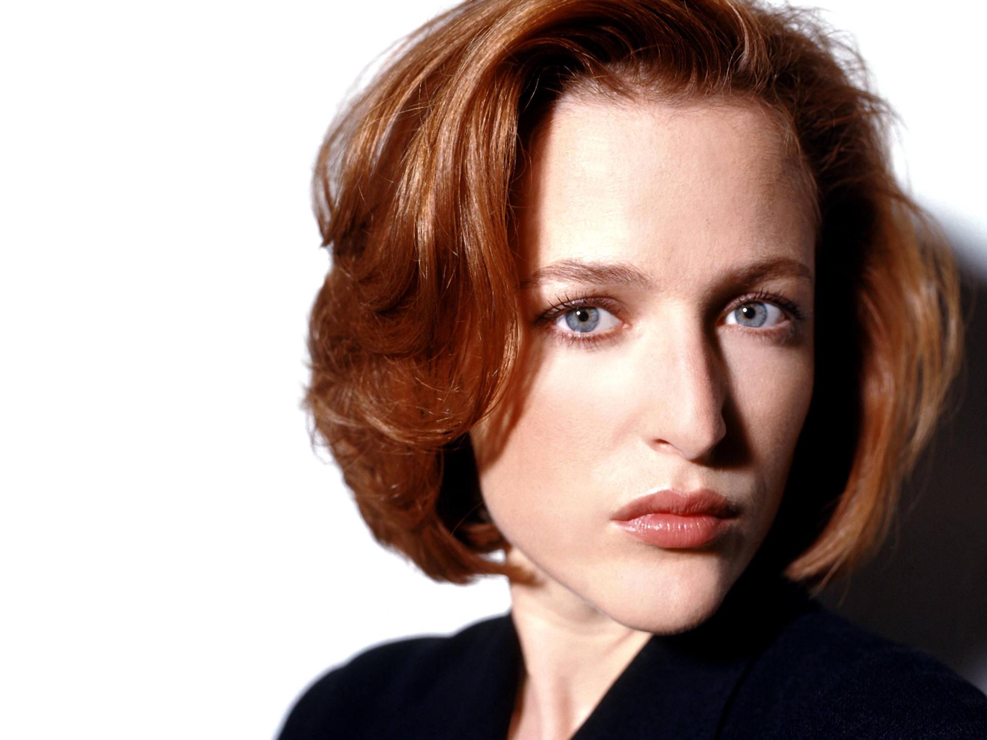 ... Gillian Anderson Leigh ...