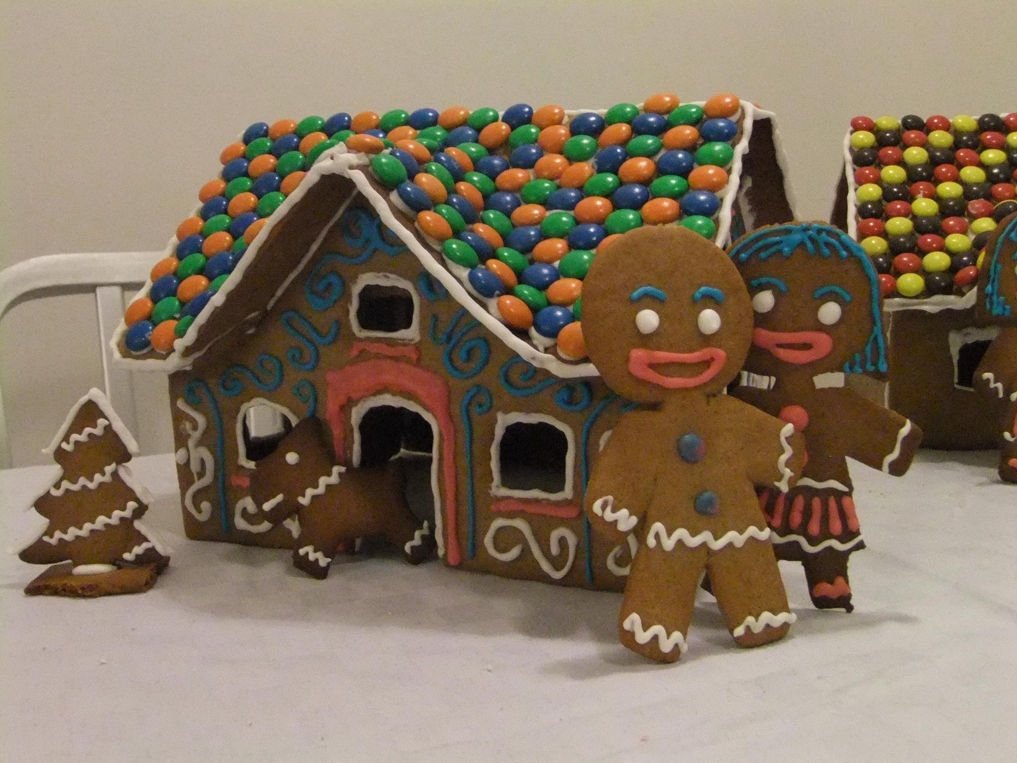 Gingerbread man and his wife
