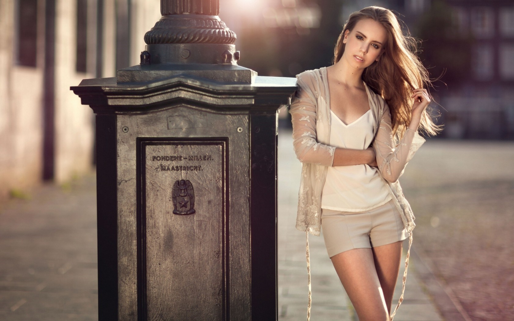 Blonde Girl City Fashion Shorts Sun HD Wallpaper