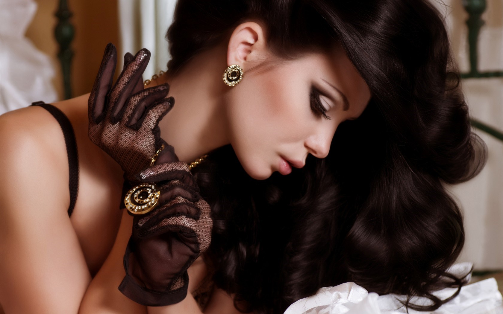 Girl Brunette Model Pendant Earrings Jewelry Gloves